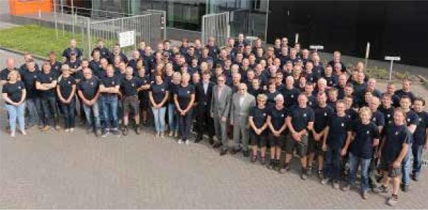 Groepsfoto personeel Timmerman specialisten in ramen en deuren