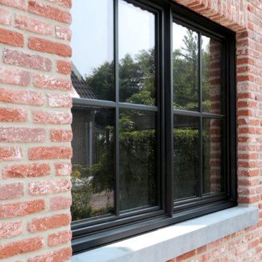 Steellook W72CW gebruikt aluminium ramen met de indruk van stalen ramen