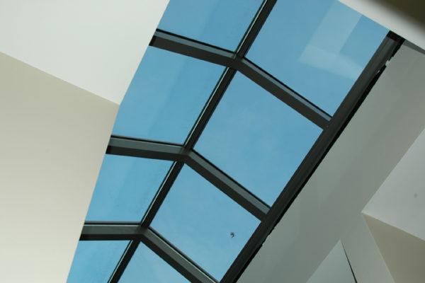 Meer licht binnen met thermisch onderbroken veranda's en lichtstraten
