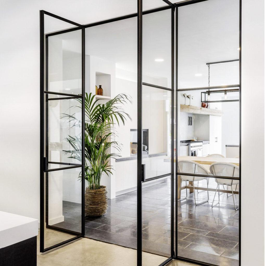 Glazen deur interieur